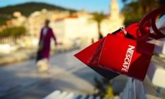 Nescafé: A thousand red mugs